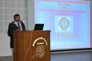 dr-sanjeev-sharma-addressing